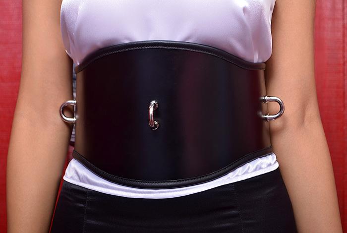 Suspending waist bondage belt