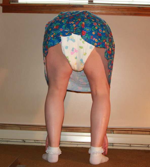 Diapered Kitten - Just some random pics. ^^, sissy,baby,diapers, Adult Babies,Feminization,Sissy Fashion,Diaper Lovers