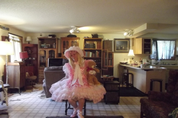 Teddy likes my pettis - a typical day here, sissy; crossdress,petticoats, Feminization,Dolled Up,Sissy Fashion