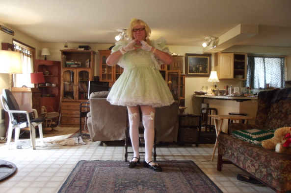 Green and Girly - just me in a rather plain look, sissy,crossdress,, Feminization,Sissy Fashion