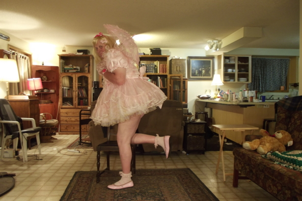 Teddy is tired - a  VERY frilly baby dress, sissy,crossdress,, Feminization,Adult Babies,Dolled Up,Sissy Fashion
