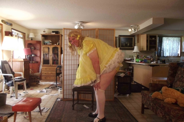 Tie a Yellow Ribbon 'round the...  well.... - note new URL on source:  Youtube changed AGAIN!, sissy,crossdress, Feminization,Sissy Fashion