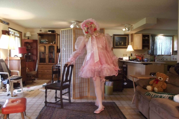 In the Pink - Feeling VERY Prissy this morning, SISSY,PRISSY,crossdress, Feminization,Holiday,Dolled Up,Sissy Fashion