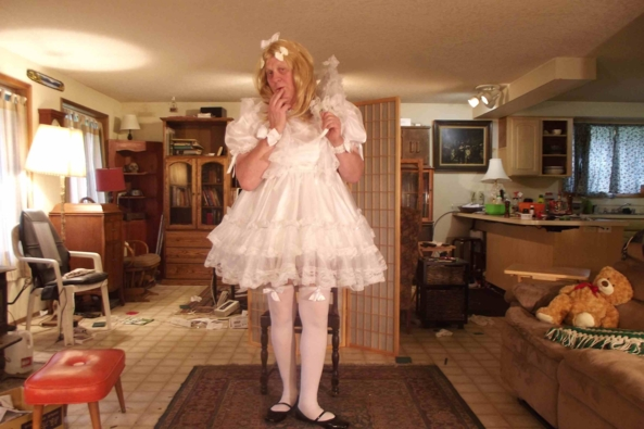 I love white almost as much as pink - a typical day..., sissy,crossdress, Feminization,Dolled Up,Sissy Fashion