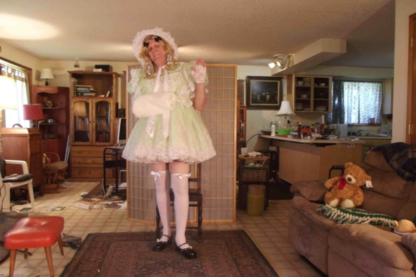 Green, but not with envy - a green dress for the spring, sissy,crossdress,, Feminization,Sissy Fashion