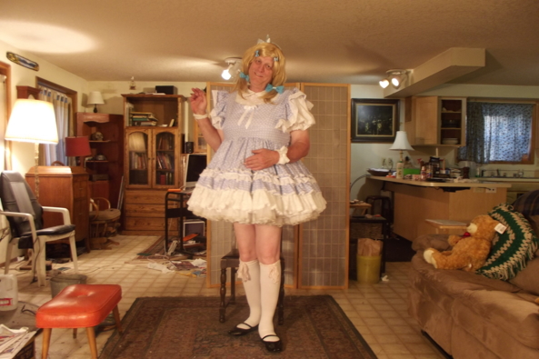 A tired sissy in Gingham - waiting for my tea, sissy,crossdress,, Feminization,Sissy Fashion
