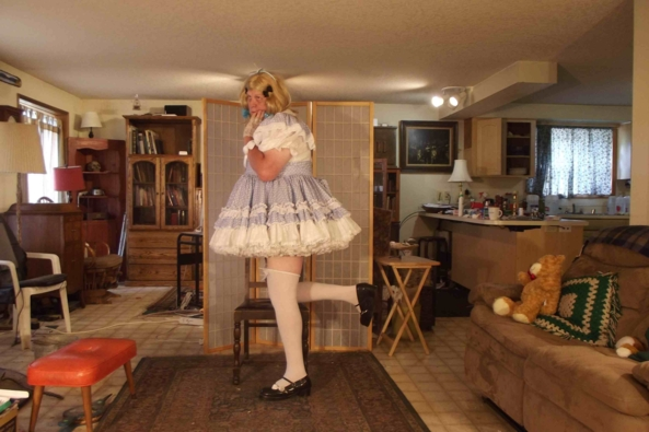 Farmgirl in Gingam - Really nothing special, but very comfortable., sissy,crossdress,, Feminization,Sissy Fashion