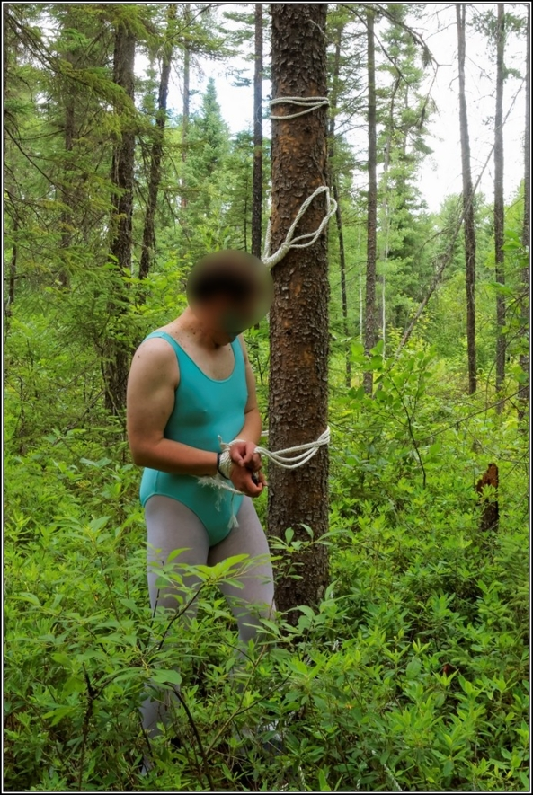 Turquoise dancer - part 2 : tied - The rest of my turquoise dancer set : see what happened, outside,forest,outdoor,bondage,leotard, Sissy Fashion,Feminization,Body Suits,Bondage,Fairytale