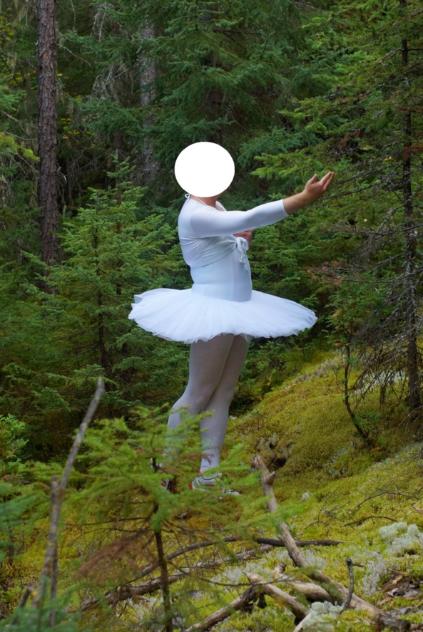 A tutu in the wood, tutu,ballerina
