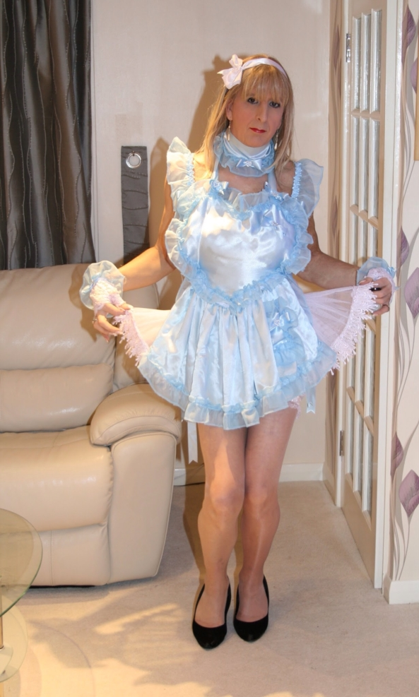 likklesissyjenni curtsying  - sissy jenn in her sissy apron gloves and collar, Satin,sissy,curtsies,collared, Sissy Fashion,Dolled Up