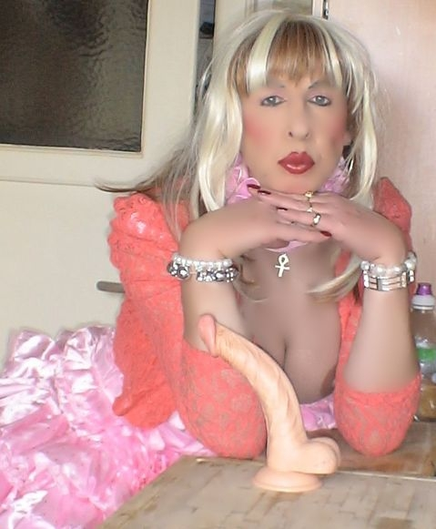 The Sissy pouts, sissy,pansy, Feminization,Sissy Fashion,Dolled Up