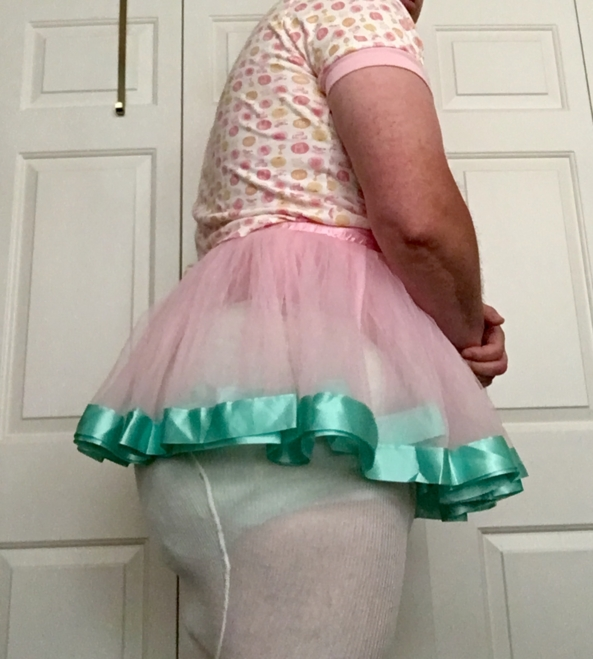SISSY POTTY DANCER - Naught sissy pants wetter, gets dressed to suit., Sissy,diaper,plastic panties , Adult Babies,Diaper Lovers,Sissy Fashion