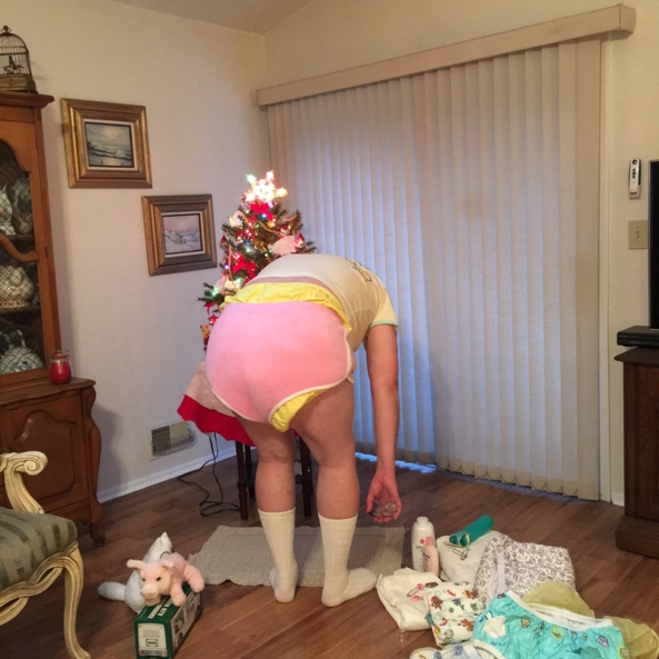 Mommy's favorite shots - Mommy thought it would be fun! , Diapers,plastic panties , Adult Babies,Diaper Lovers,Sissy Fashion